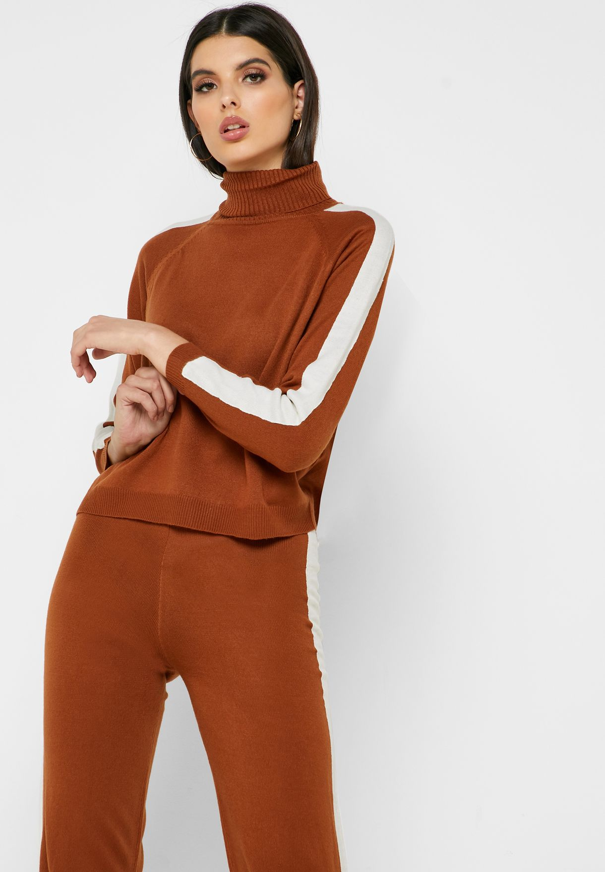 Contrast Side Paneled Knitted Pants Set