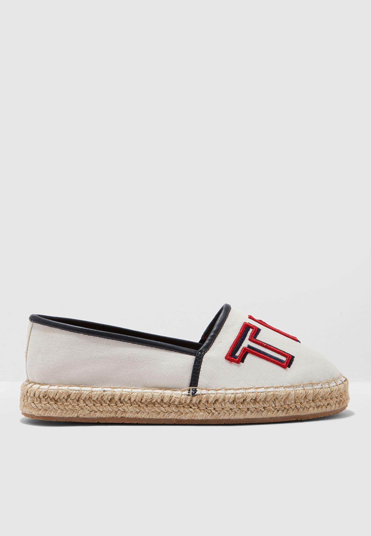 حذاء اسبادريل بشعار الماركة