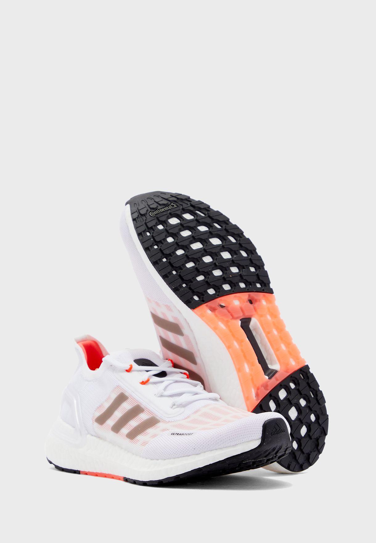 حذاء الترا بوست من مجموعة اديداس ريدي
