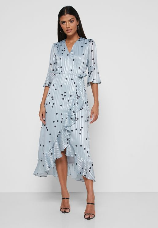 فستان منقط بأطراف مكشكشة