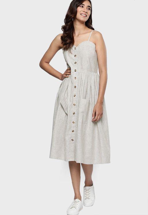 فستان بطباعة خطوط