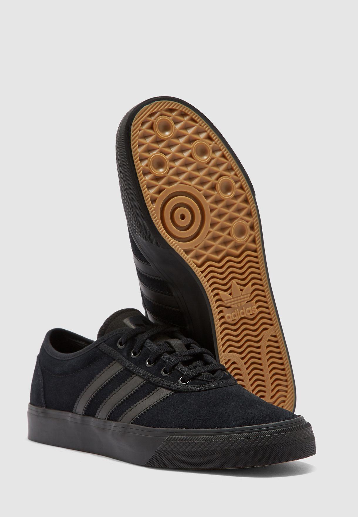 حذاء ادي ايز