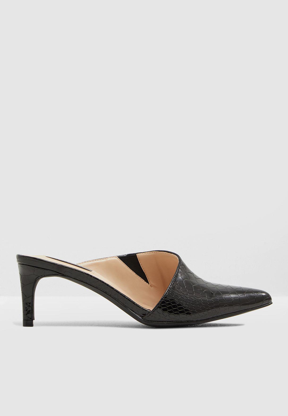 Asym Heel Court Shoe