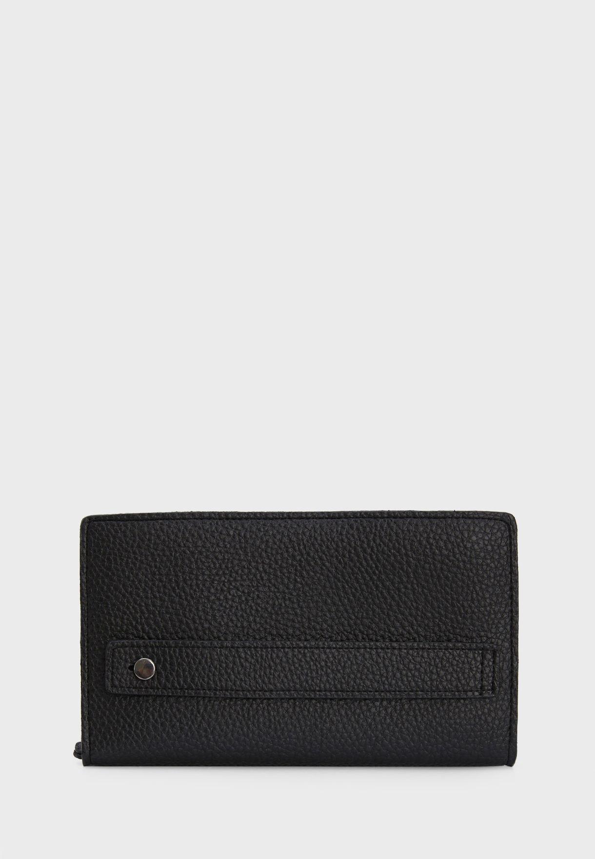 محفظة مزينة بسلسلة
