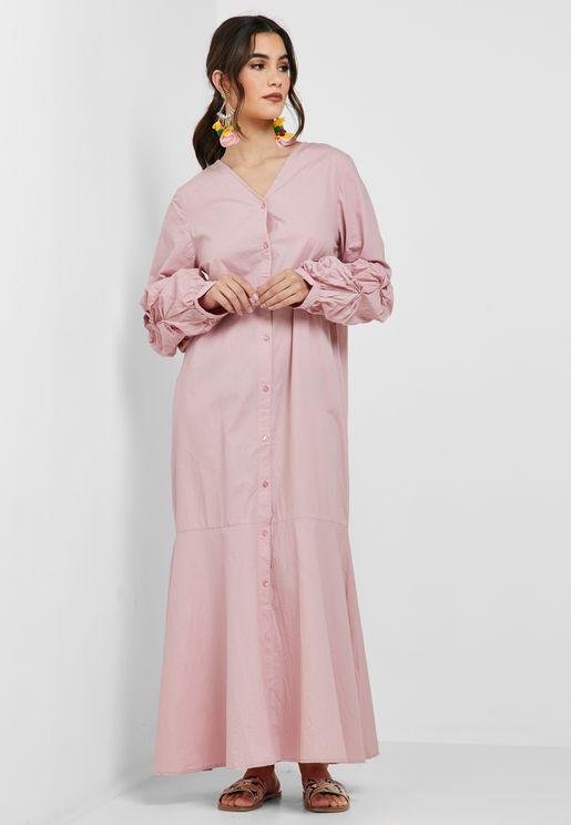 فستان بأزرار مع طيات على الاكمام