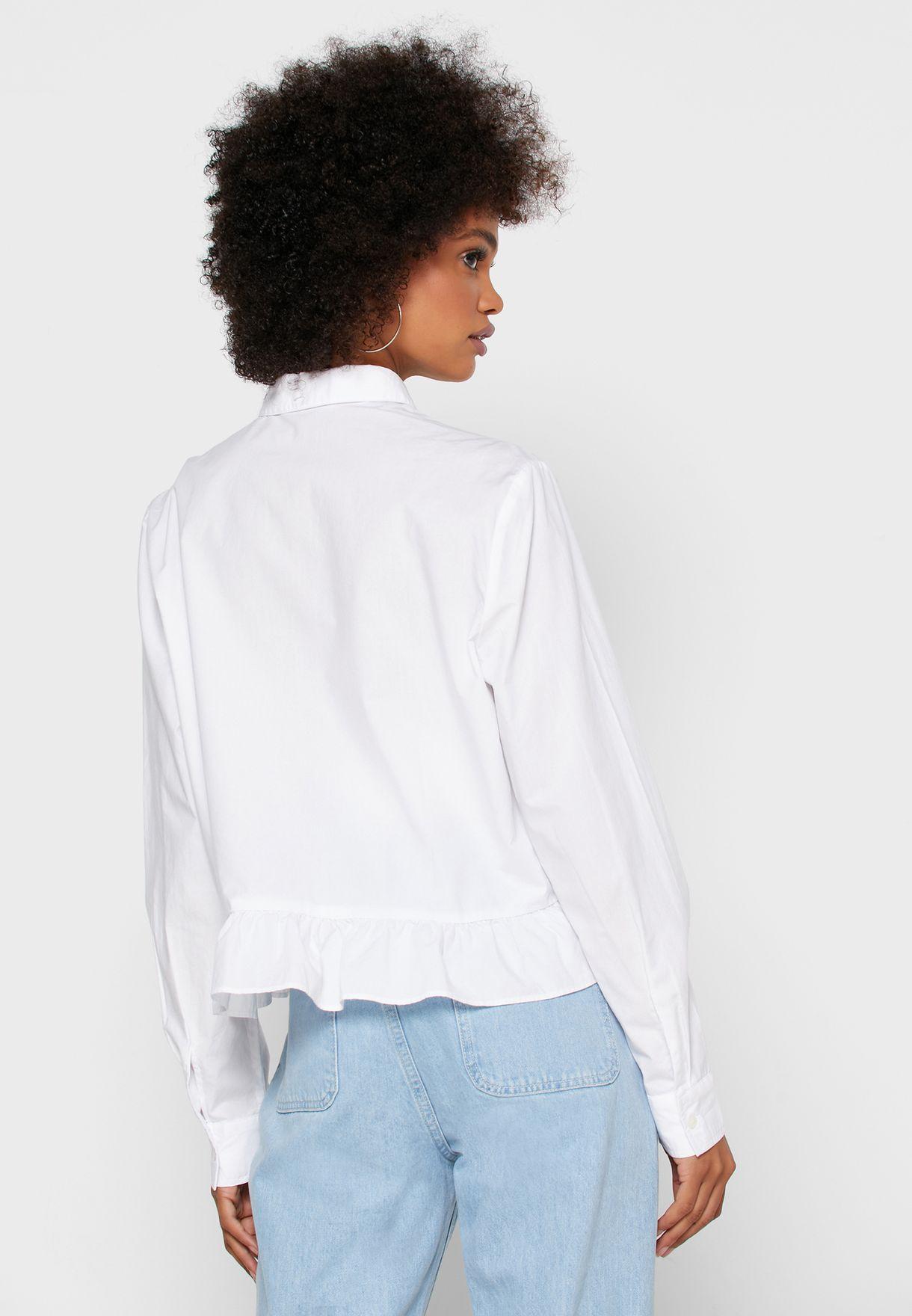 قميص مكشكش الاطراف