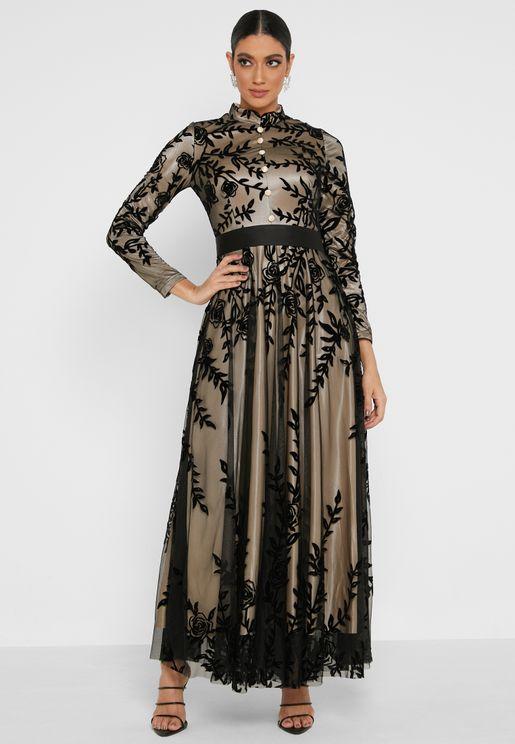 فستان شبكي مطرز بياقة عالية