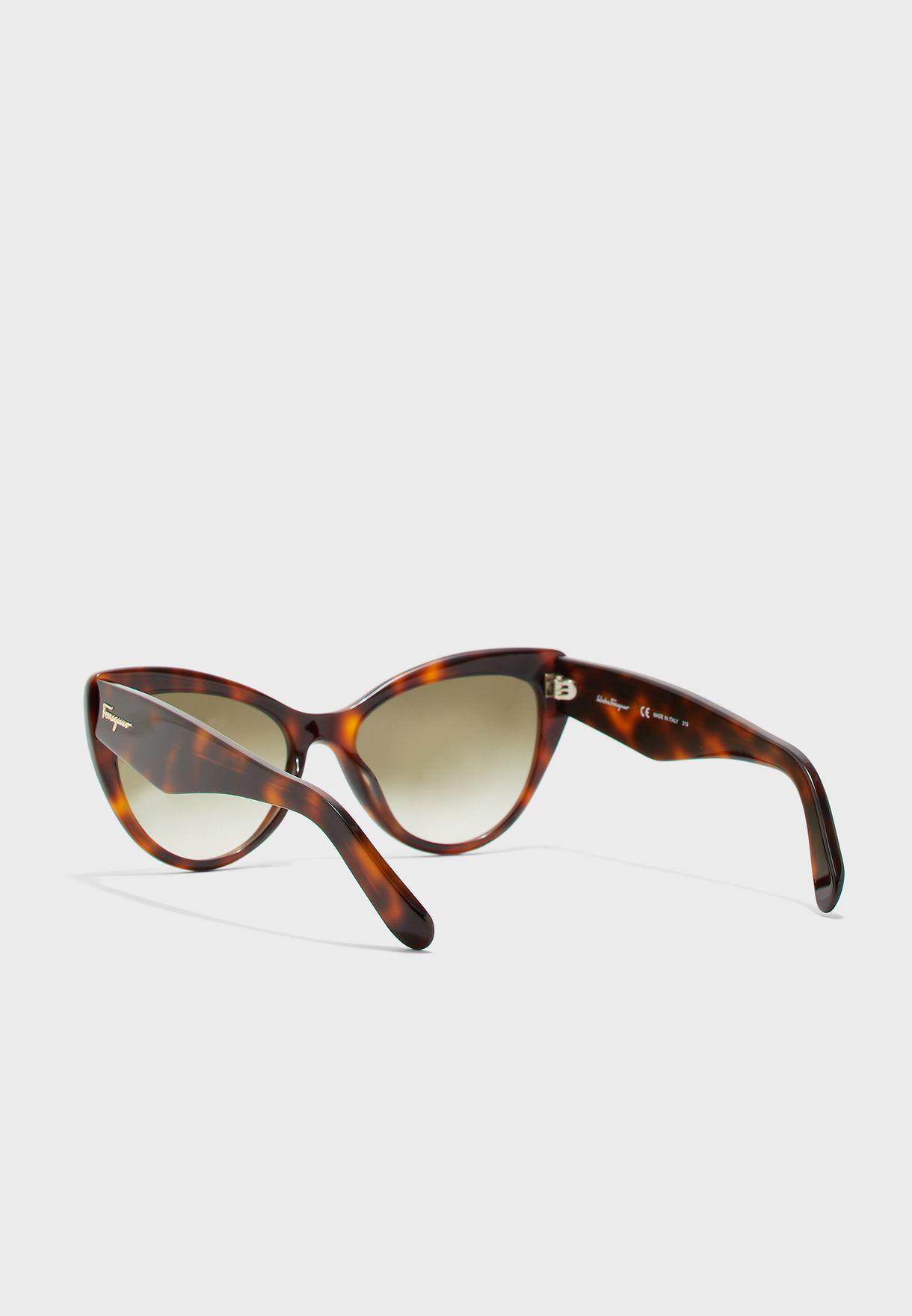 نظارات شمسية كبيرة بنمط عين القطة