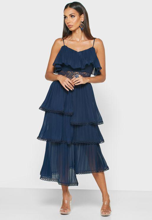 فستان بطبقات مزين بدانتيل