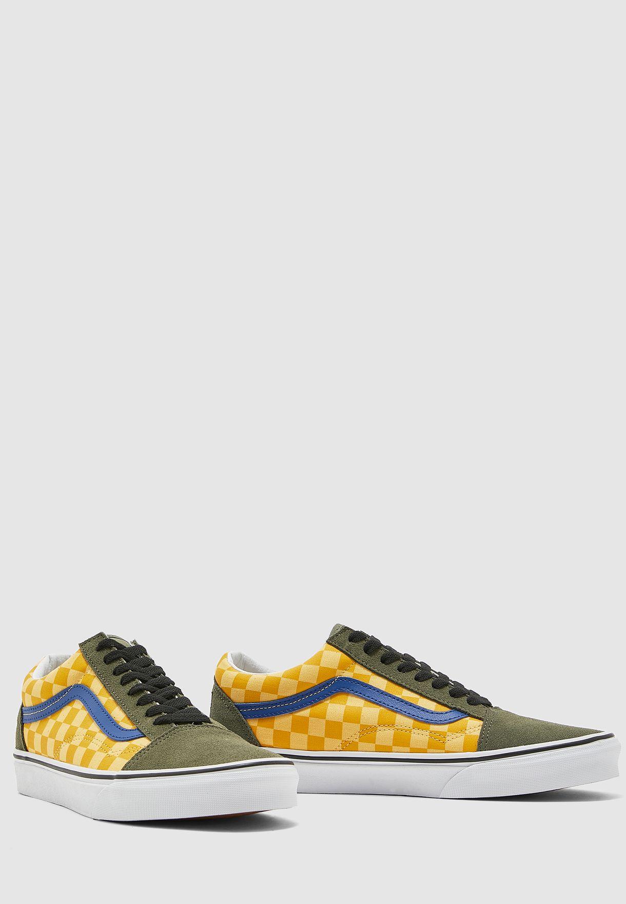 حذاء بنمط كتل الالوان