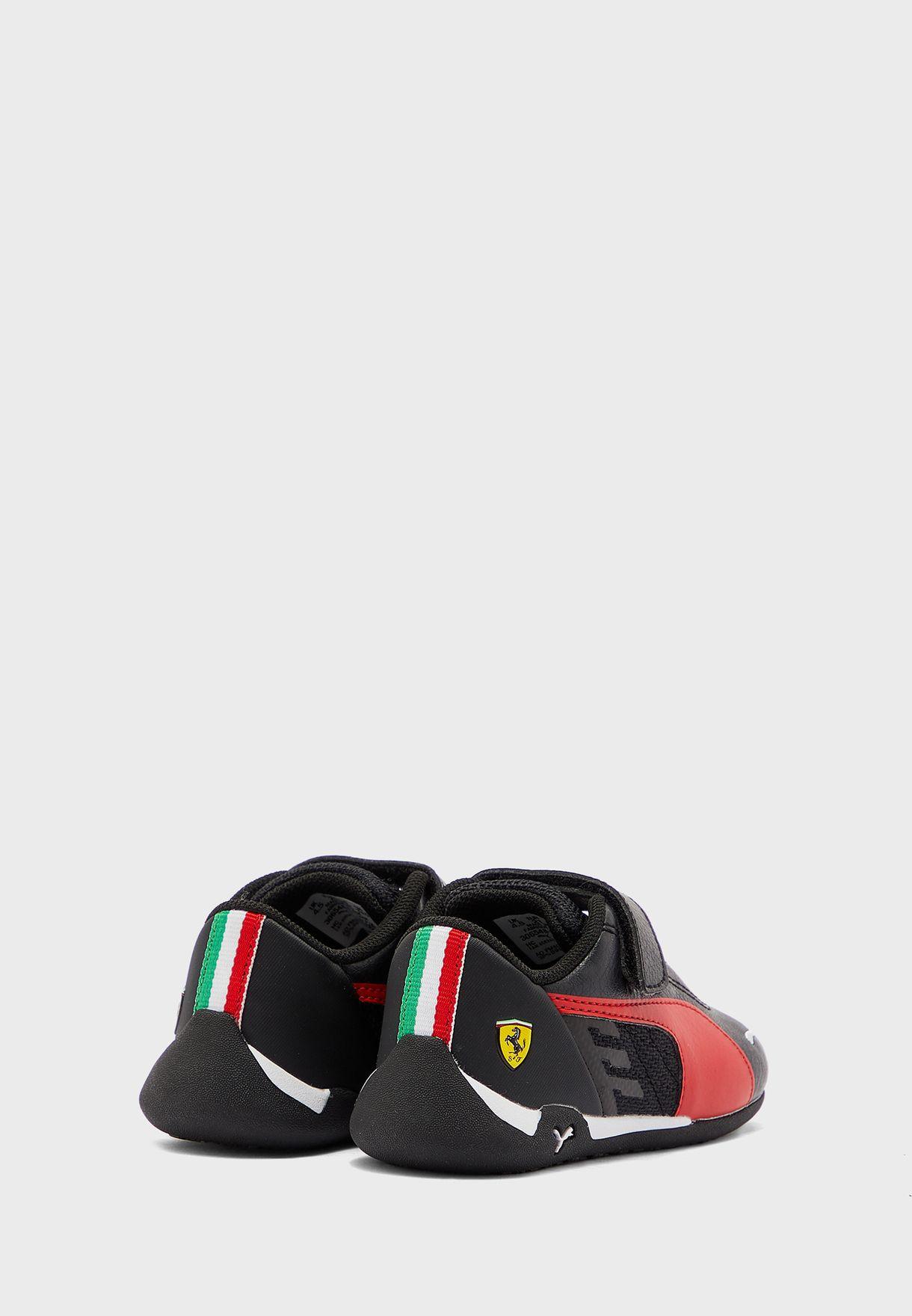 حذاء من مجموعة فيراري