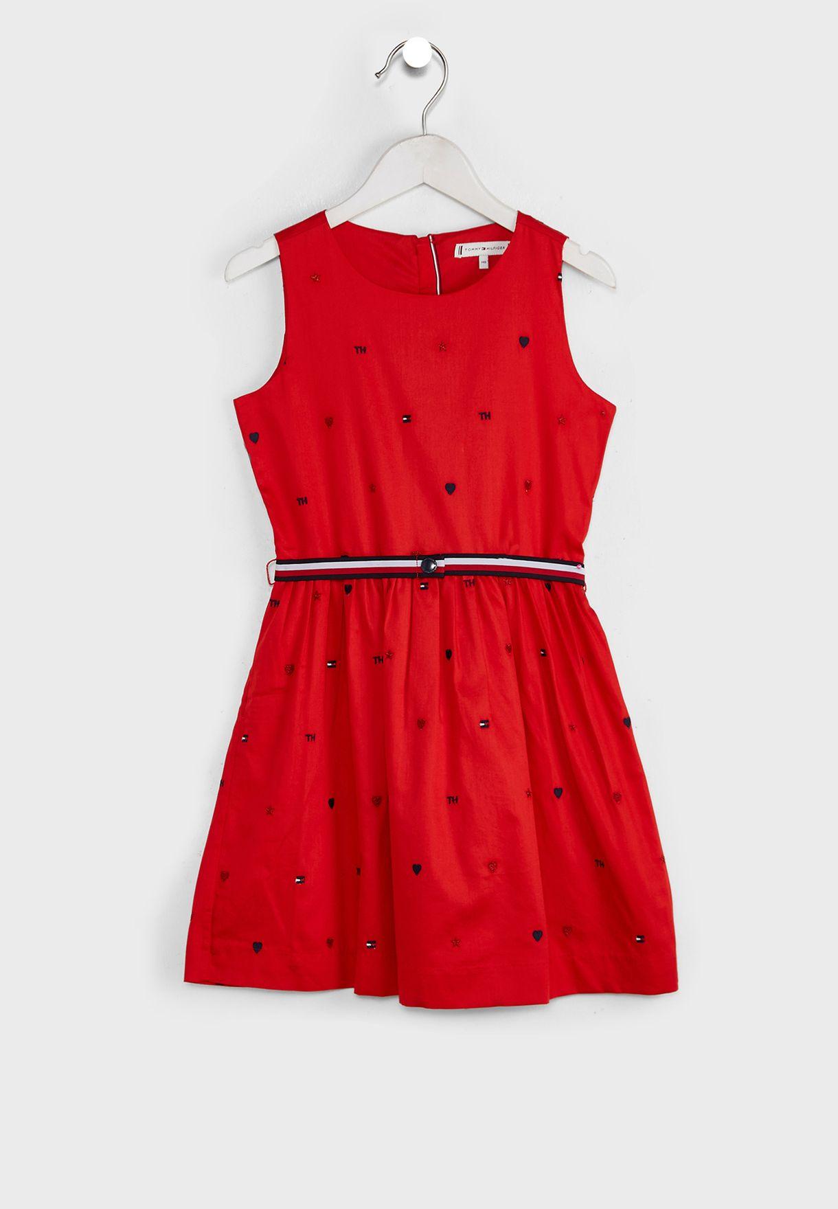 فستان مزين بتفاصيل مطرزة