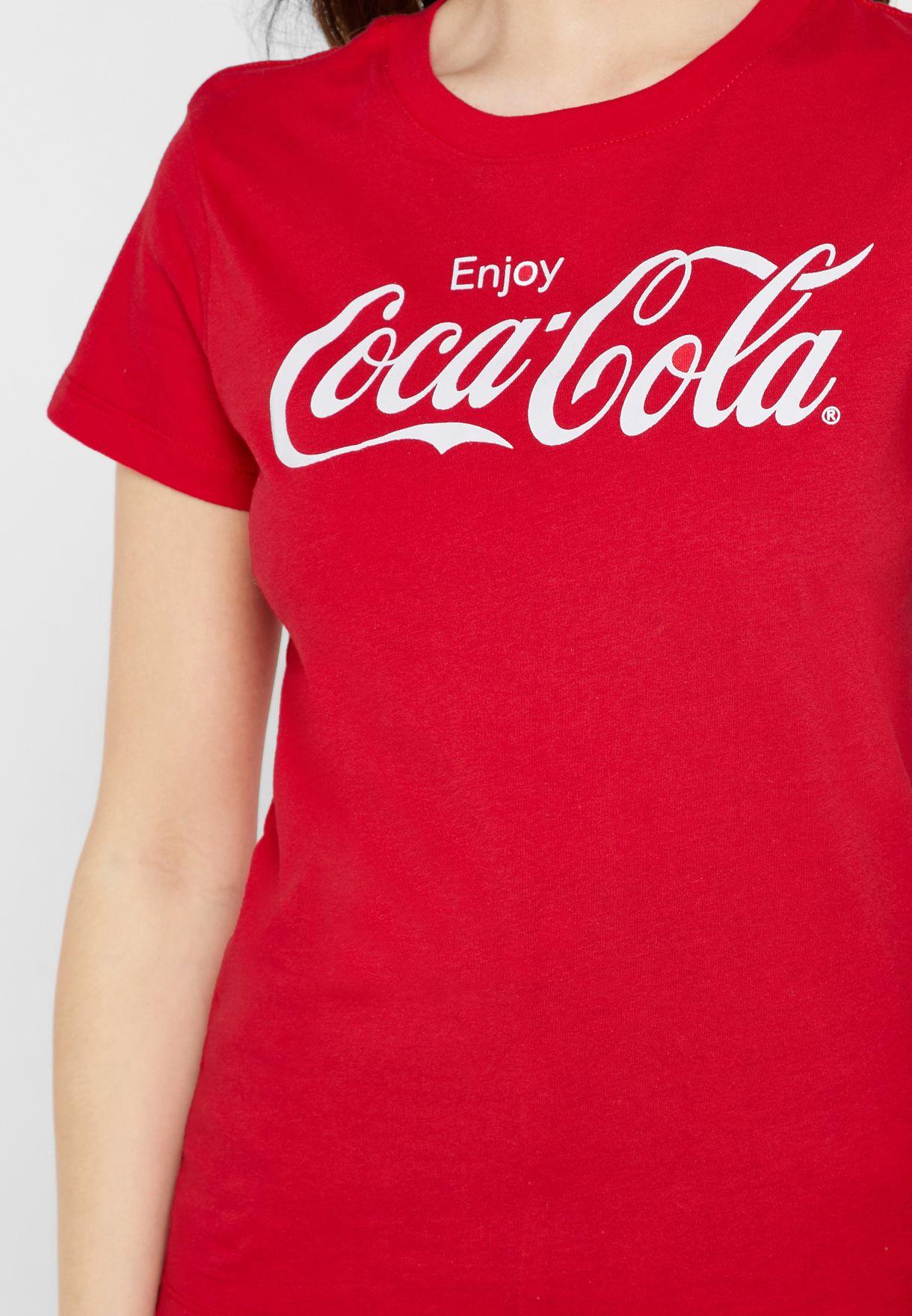 تيشيرت بشعار كوكاكولا