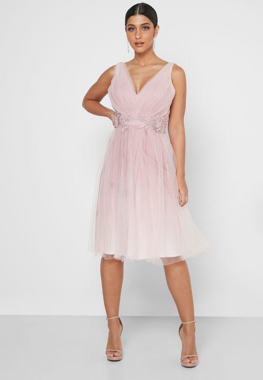 فستان بياقة V