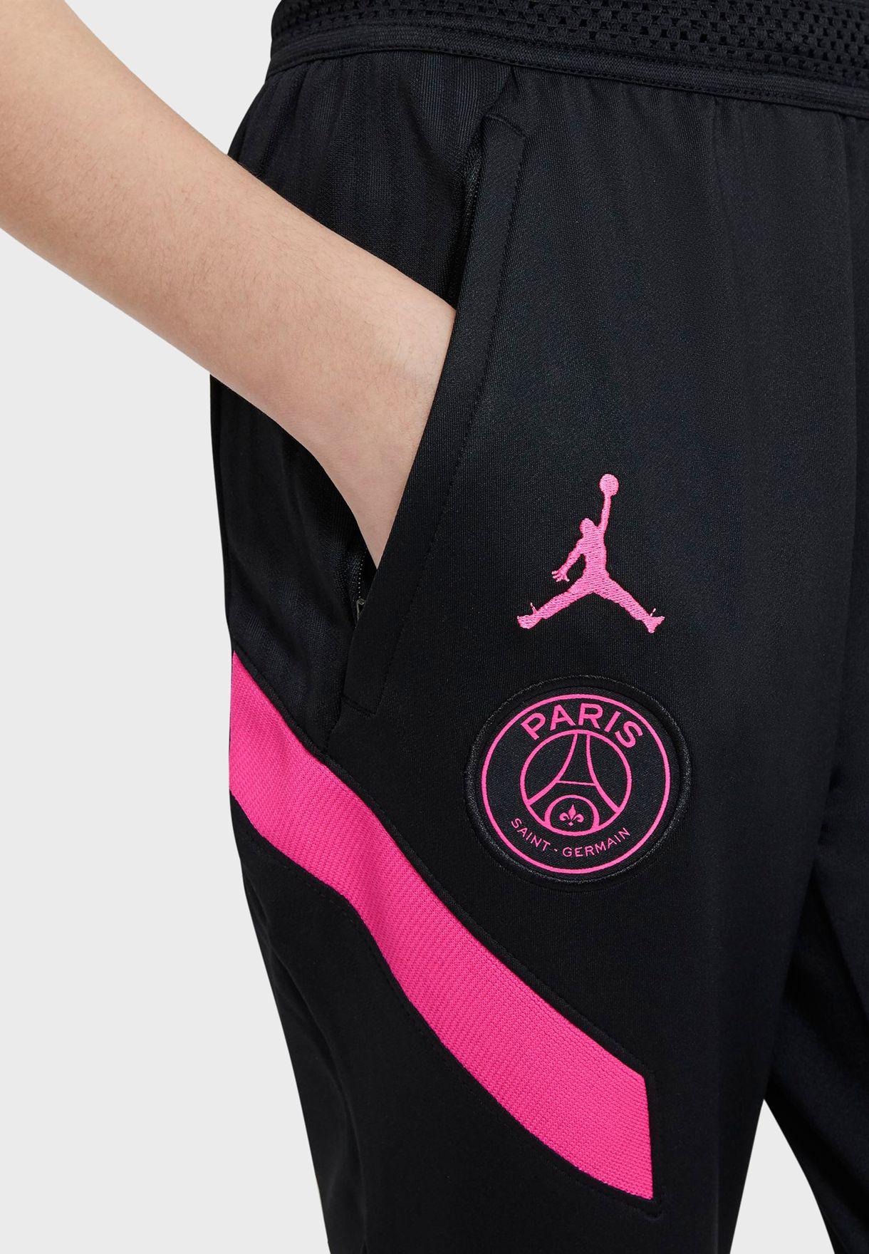 بنطال بشعار باريس سان جيرمان