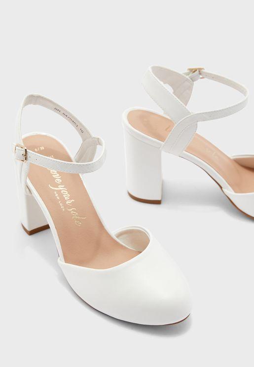 حذاء بكعب عالي وسير كاحل