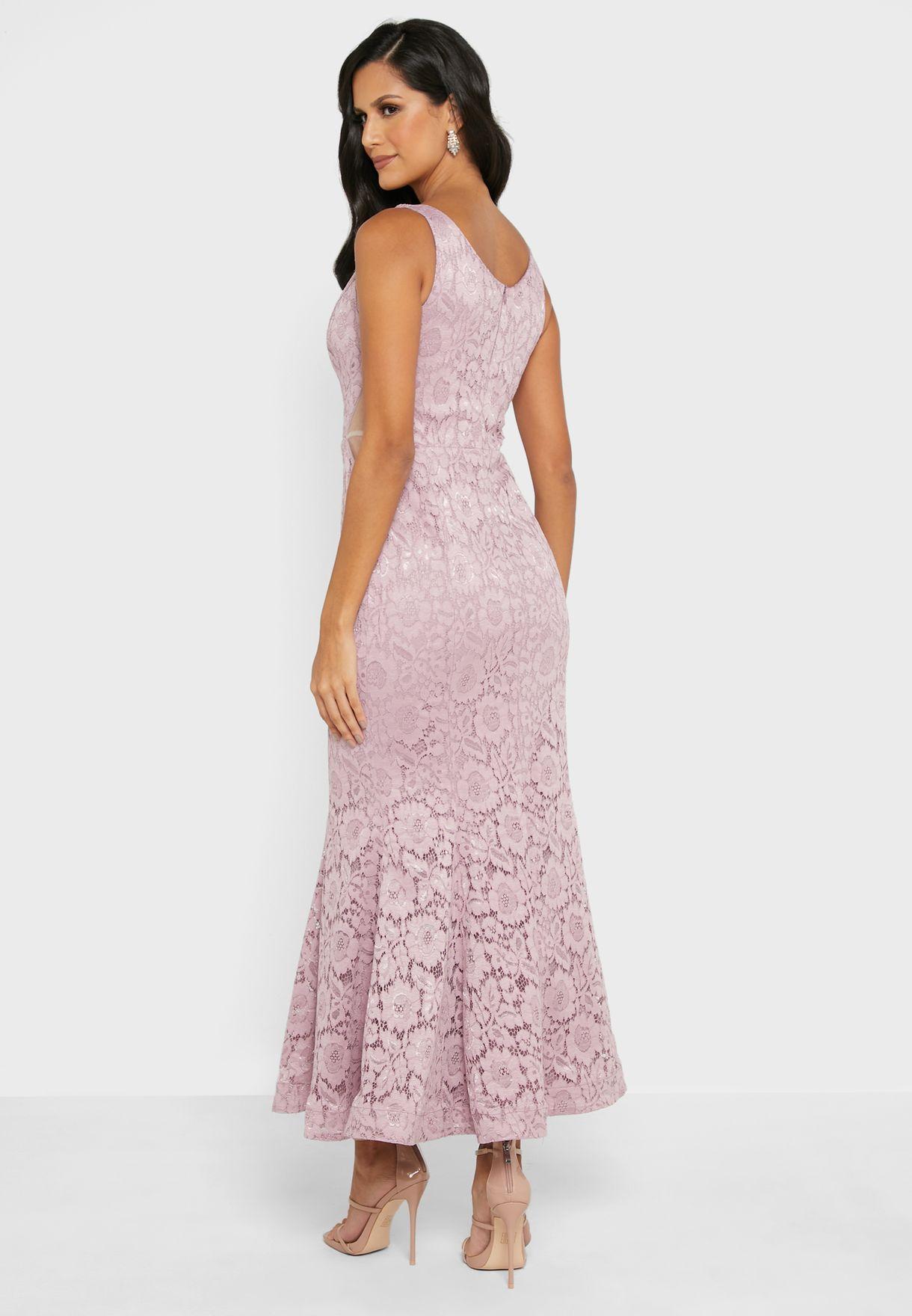 فستان بتفاصيل دانتيل