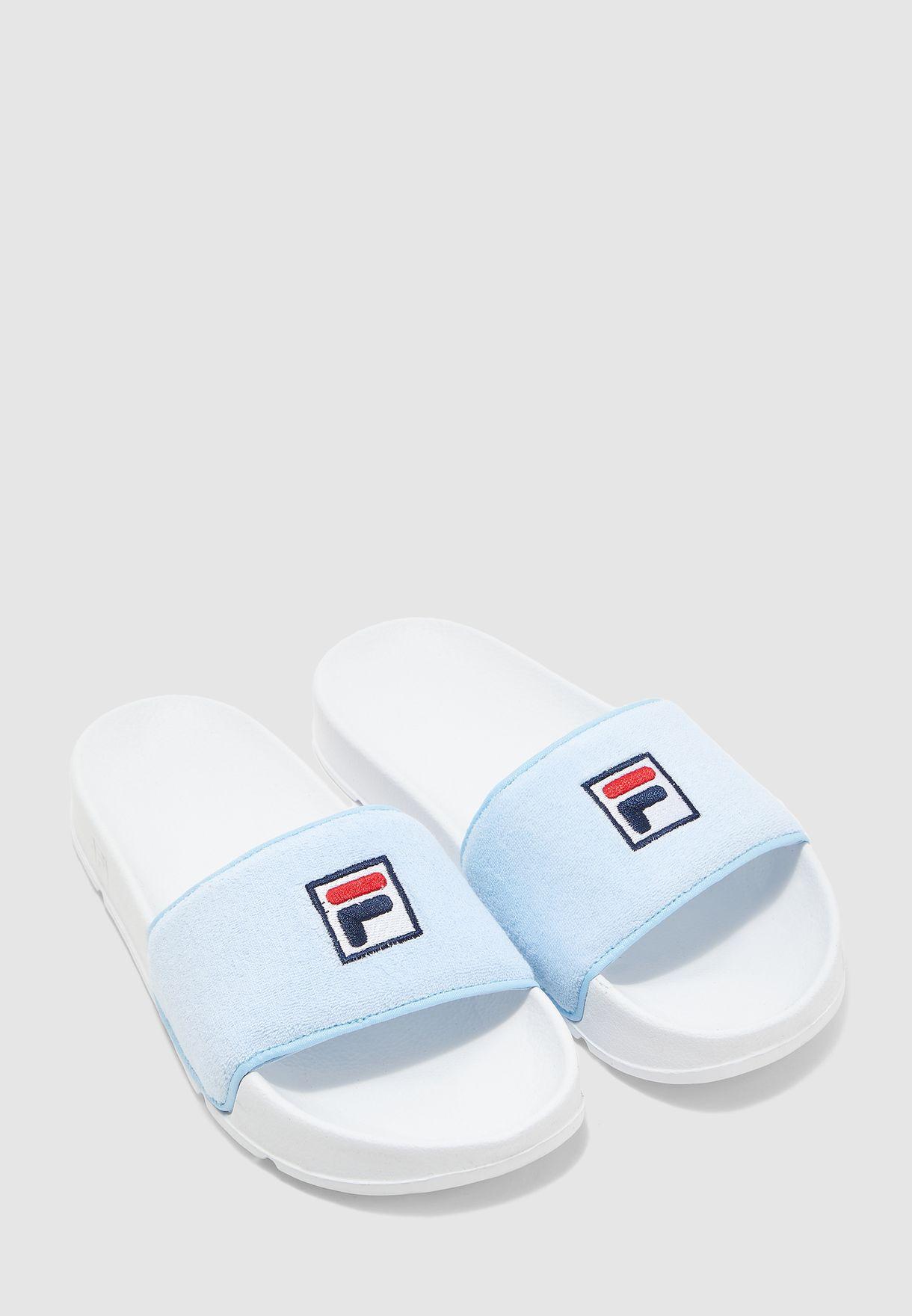حذاء بسير عريض