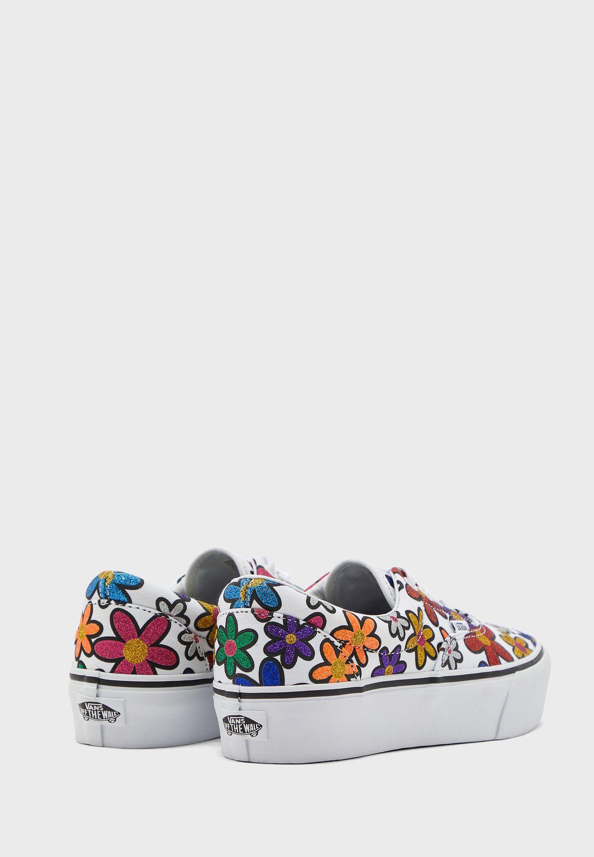 حذاء بطبعات ازهار