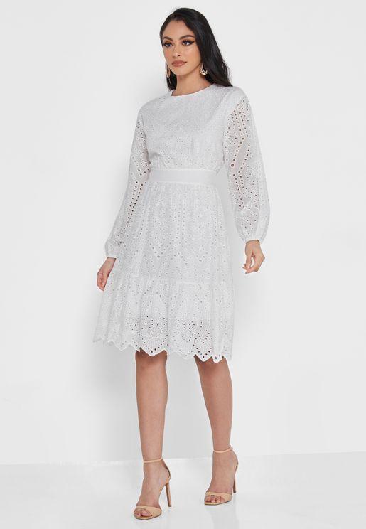 فستان مطرز بحافة كشكش
