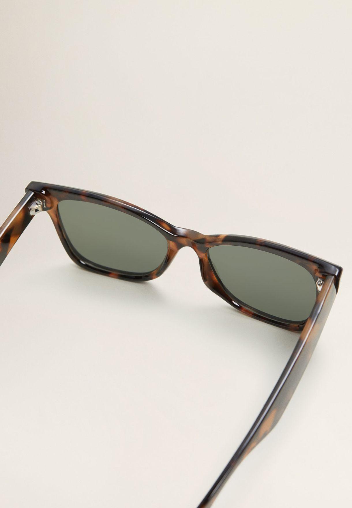 نظارات شمسية مربعة