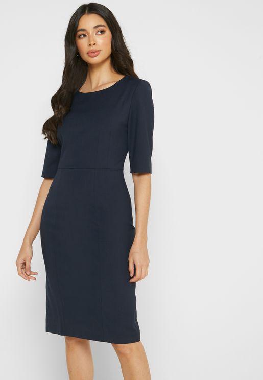 فستان بياقة دائرية مزين بشعار الماركة