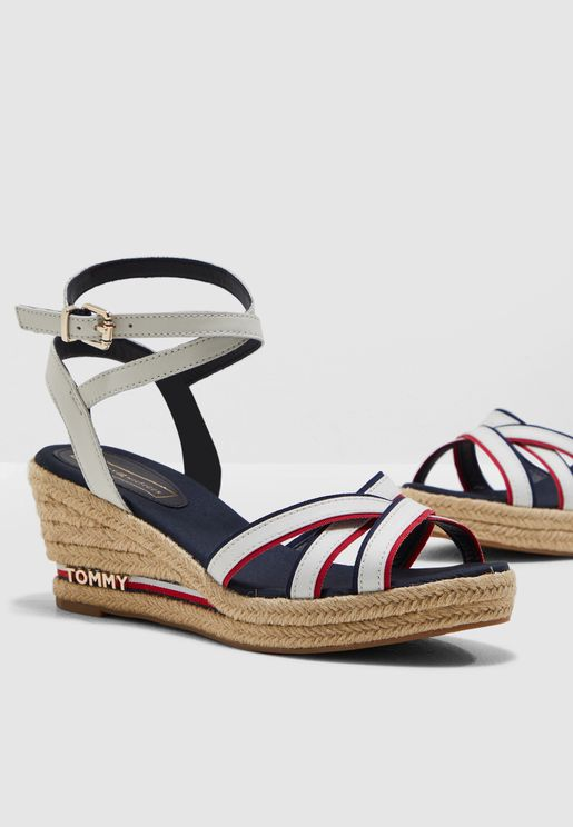 8852b9dcb56a72 Tommy Hilfiger Store 2019