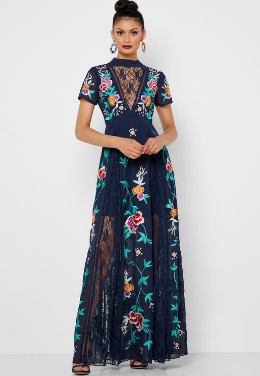 فستان مكسي مطرز بأزهار