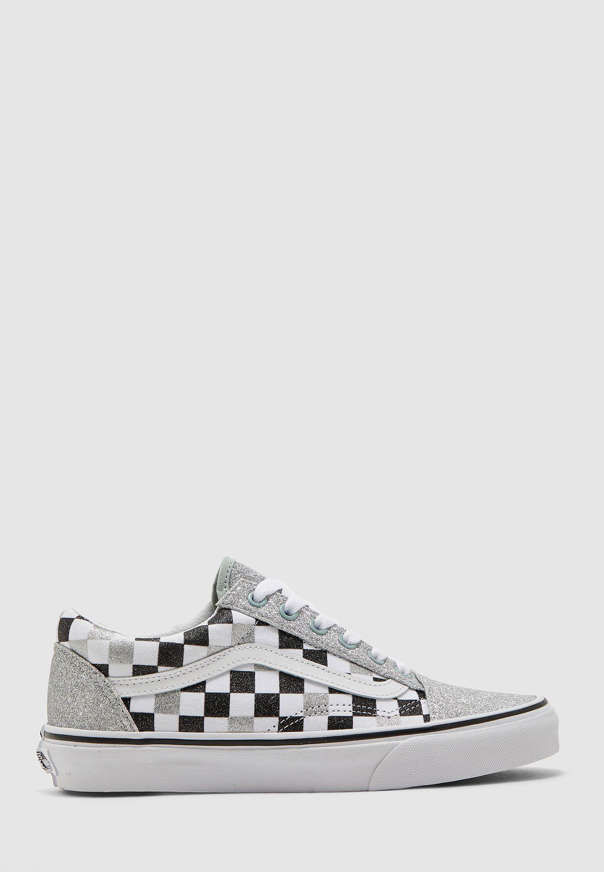 حذاء بطبقات لامعة