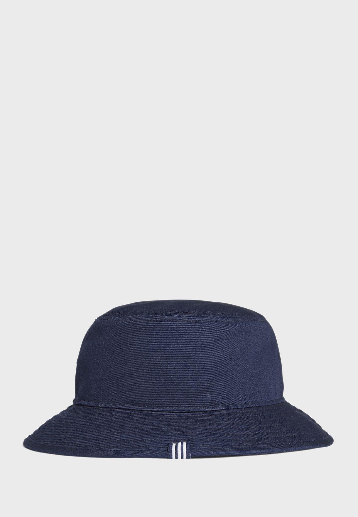 قبعة باطراف مدروزة