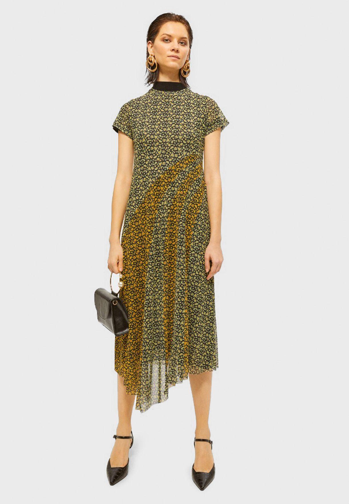 فستان بطبعات وحافة غير متناظرة