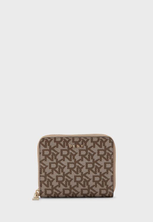 محفظة مطبعة بشعار الماركة