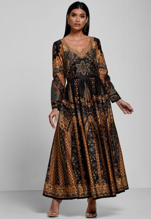 فستان مطبع بياقة نمط V