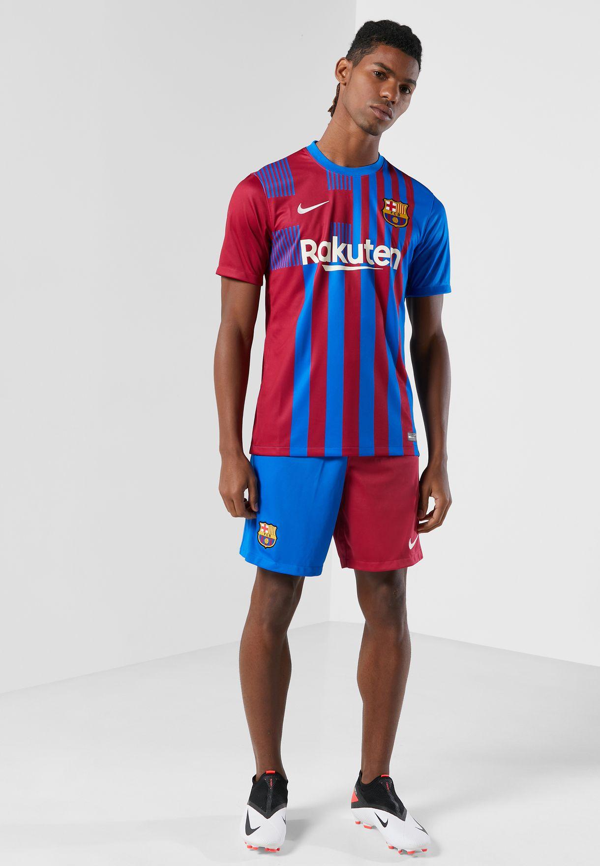 تيشيرت مزين بشعار نادي برشلونة