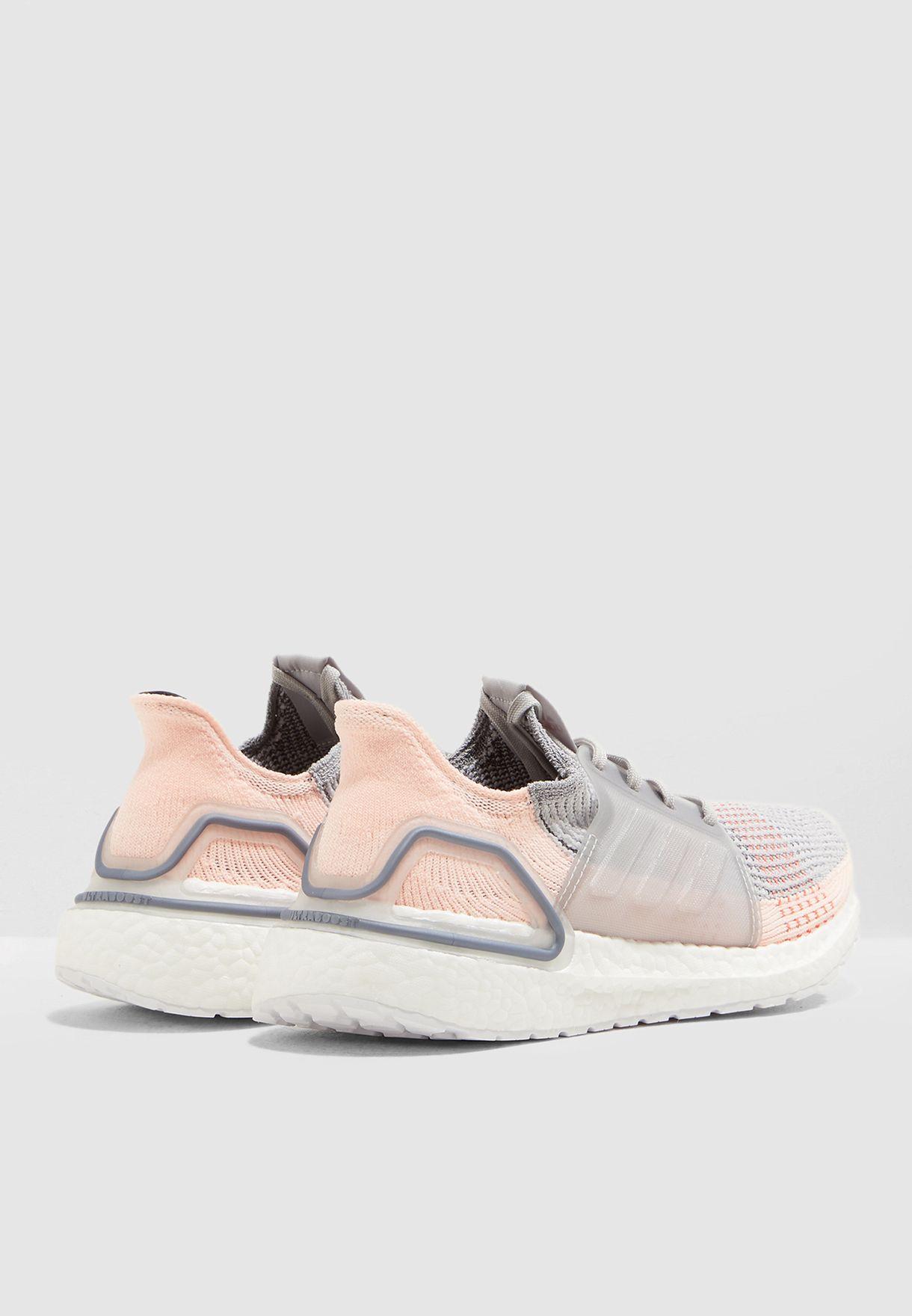 حذاء الترا بوست 19