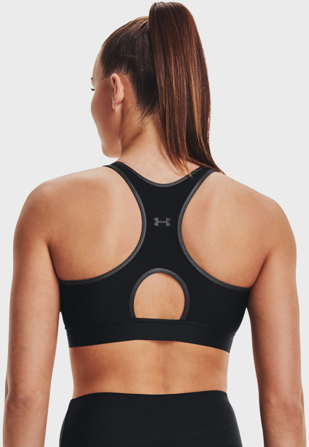 صدرية رياضة مزينة بشعار الماركة