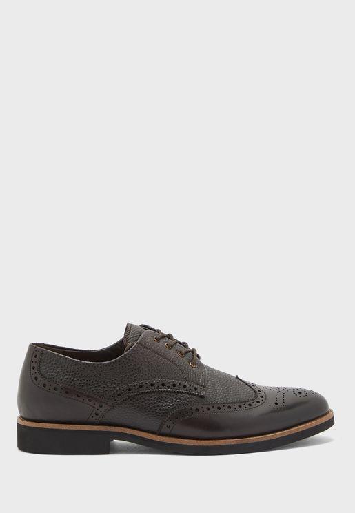 حذاء رسمي بأربطة