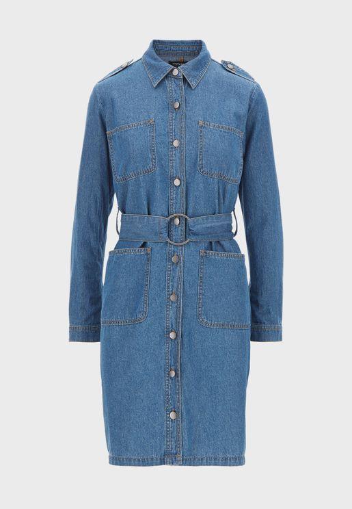 فستان جينز مع حزام خصر