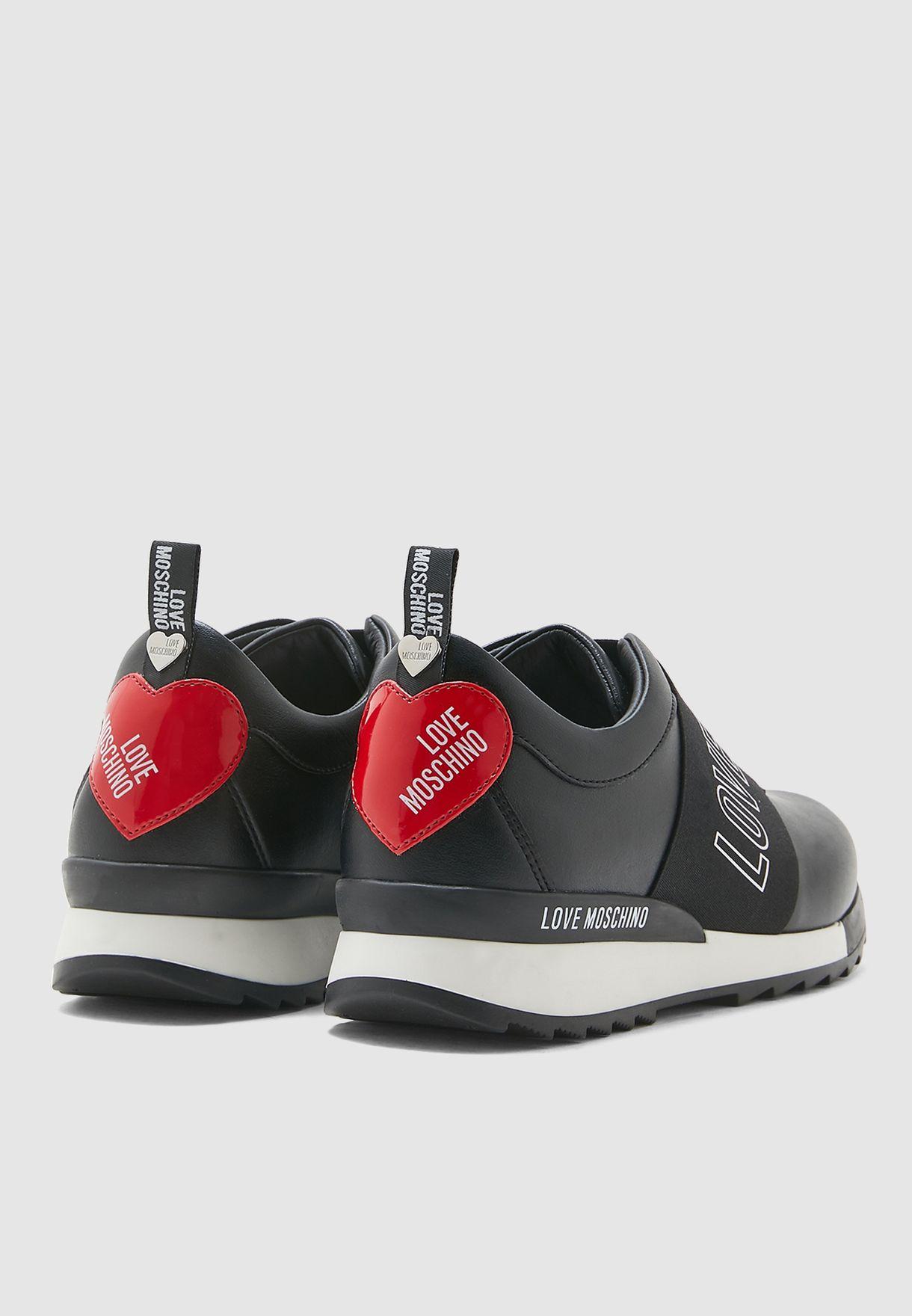 حذاء سنيكرز بسير عريض