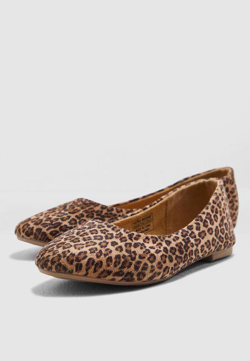 باليرينا بطبعات جلد الفهد