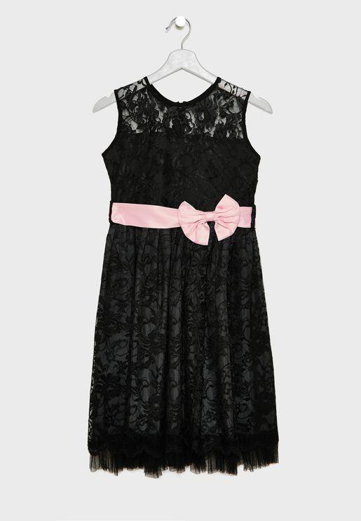 فستان بطبقة دانتيل