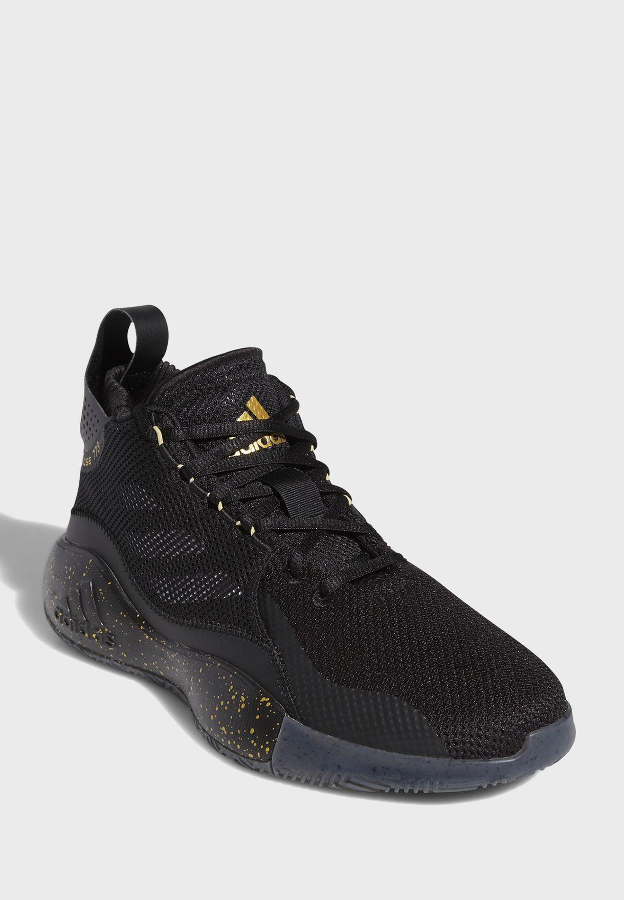حذاء من مجموعة ديريك روز