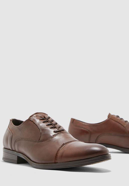 حذاء دونالد باربطة