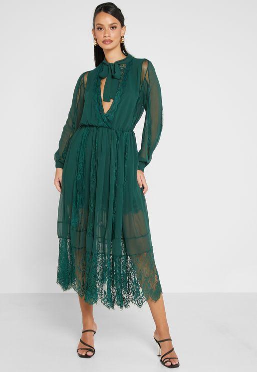 فستان دانتيل باربطة