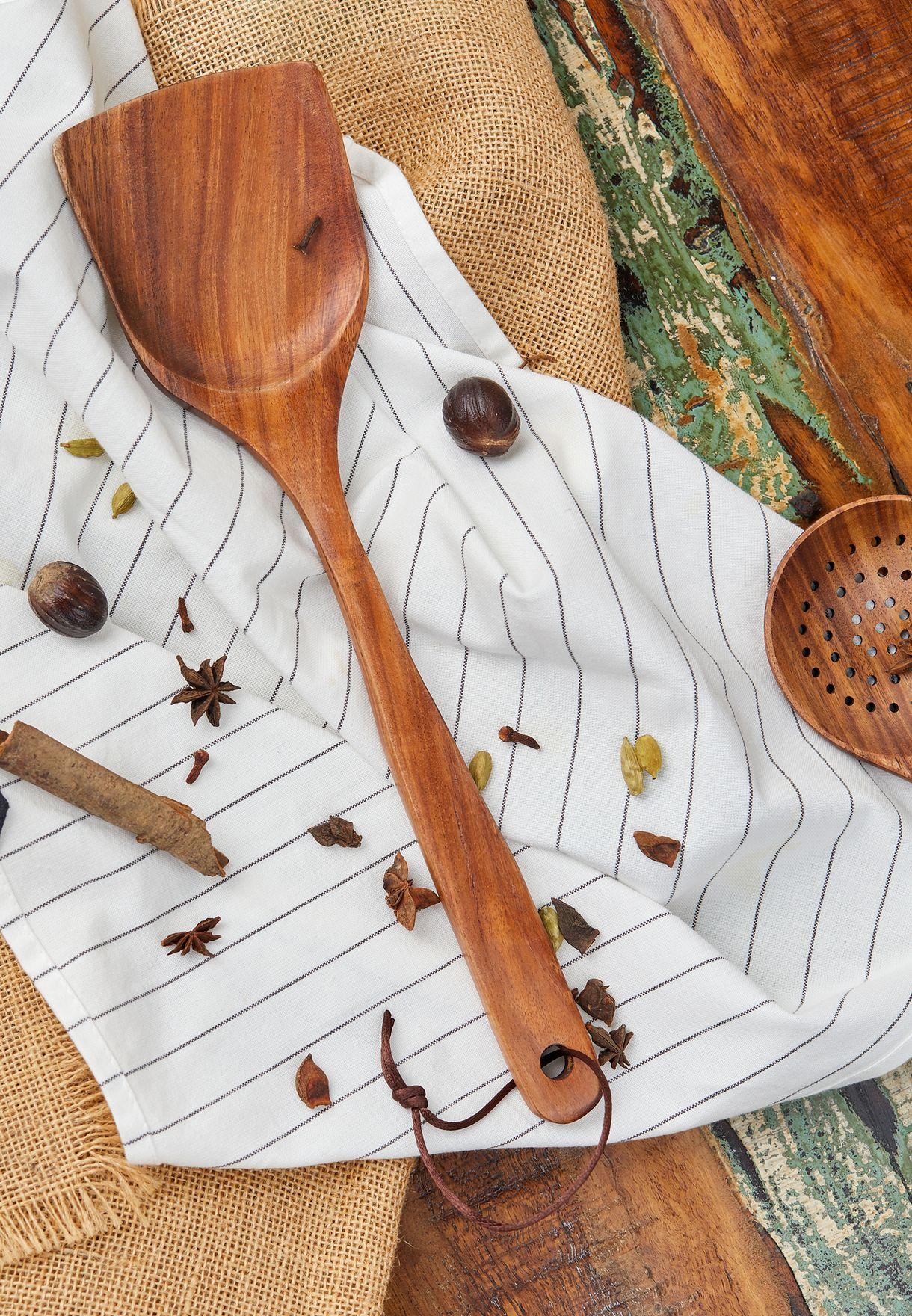ملعقة خشبية