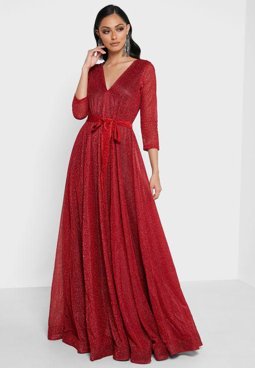 فستان لامع بياقة V