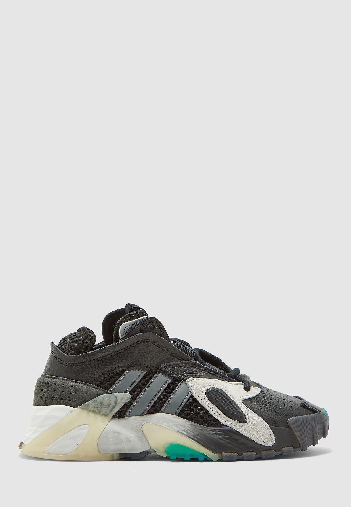 حذاء ستريتبول