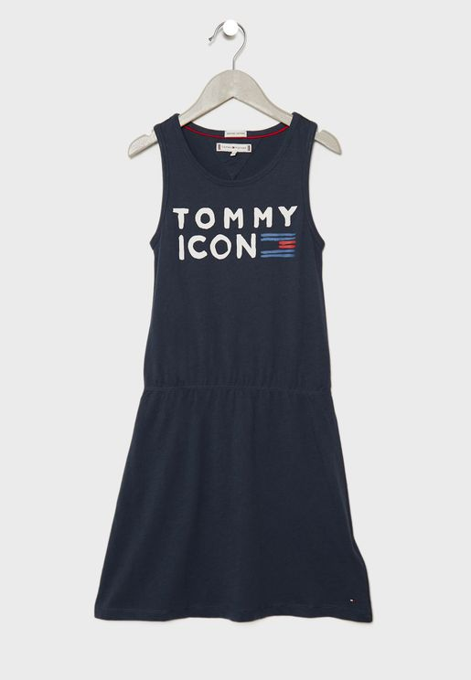 فستان مزين بطباعة شعار الماركة