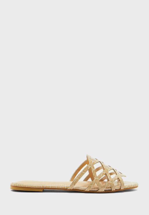 حذاء بتداخلات شفافة