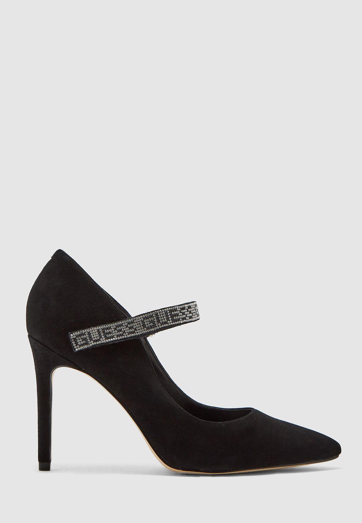 حذاء كعب بشريط فيلكرو